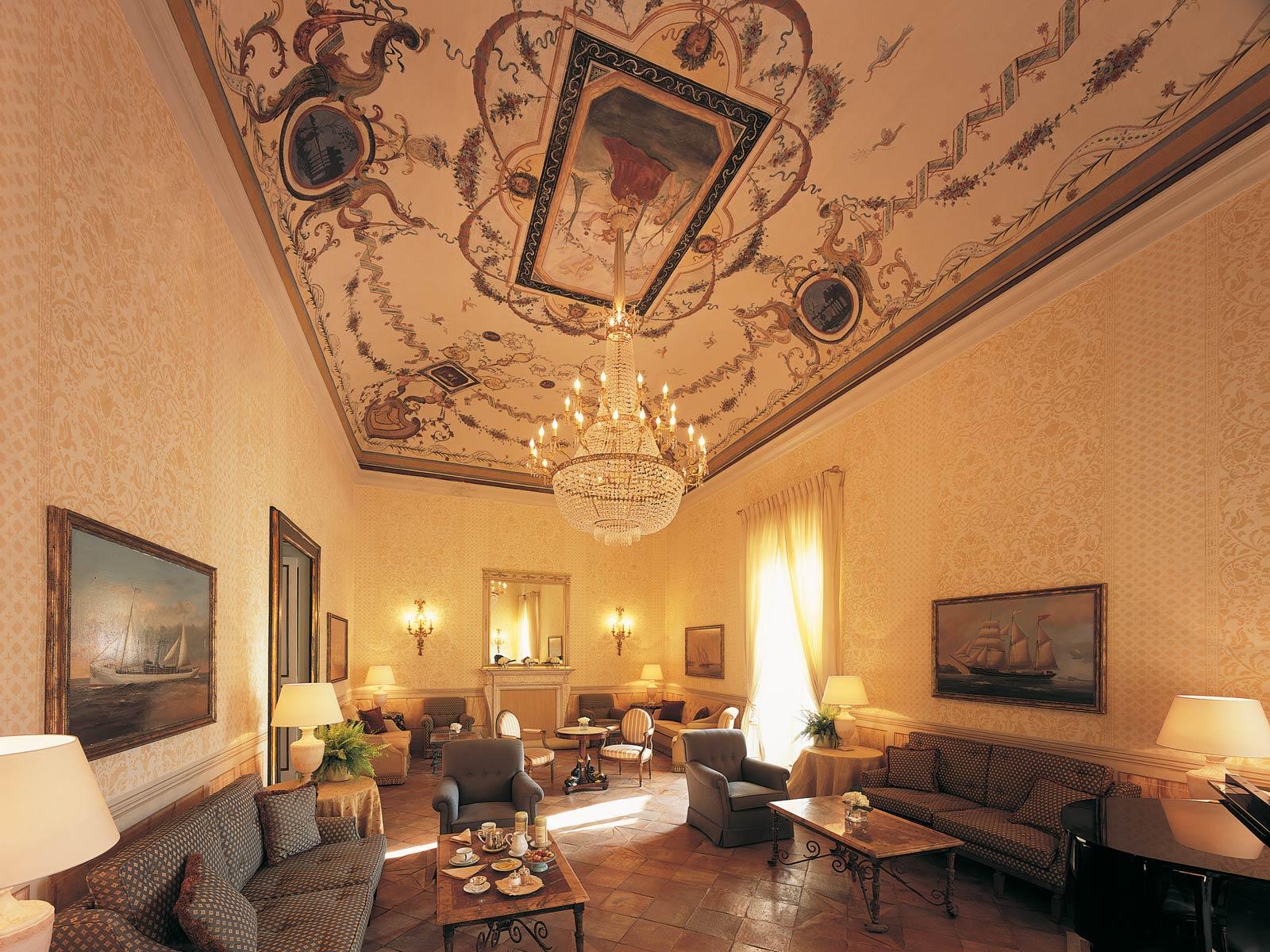 Arredamenti di lusso made in italy per ville hotel e for Arredamenti interni per yacht