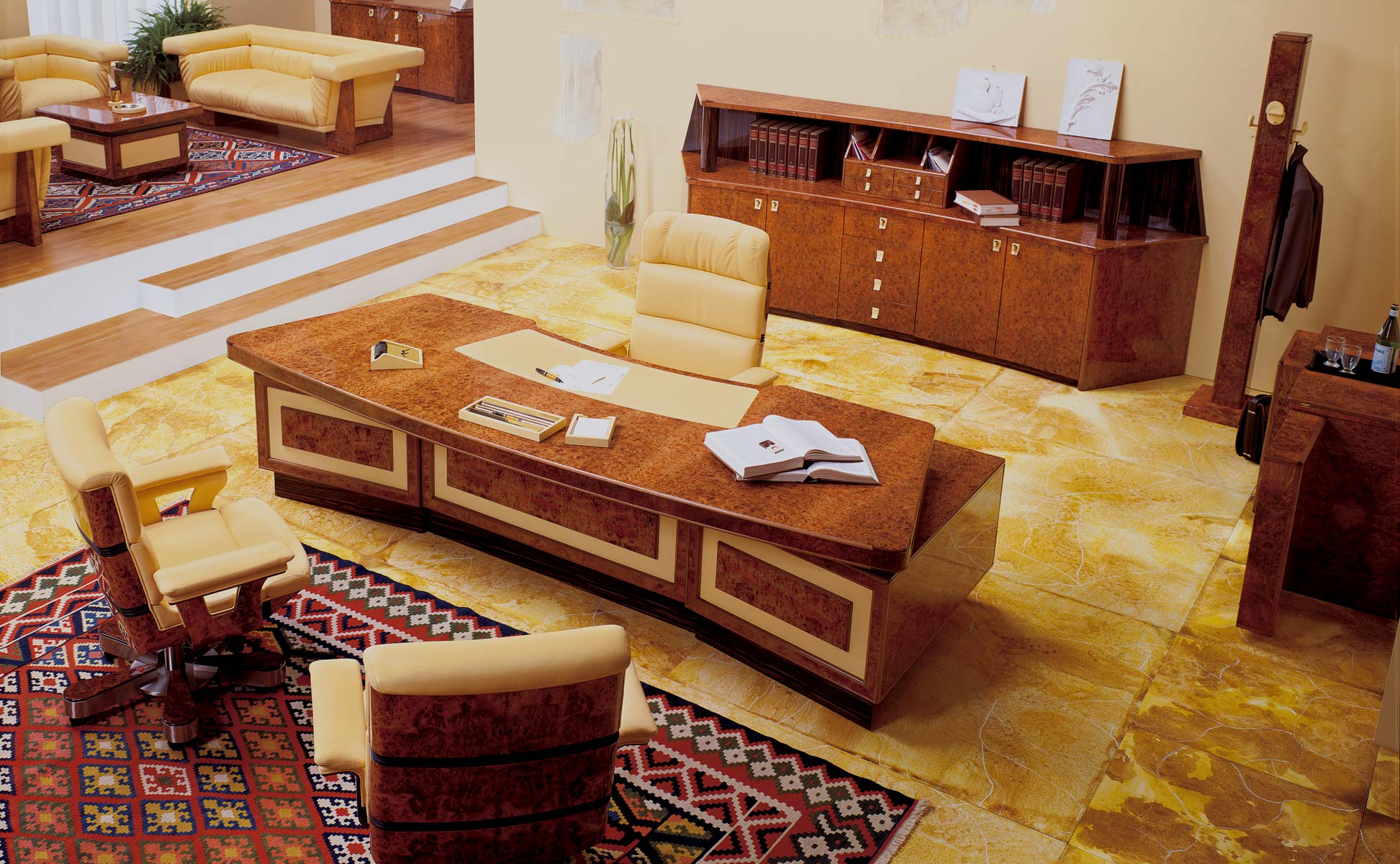 Executive and presidential luxury office r a mobili for Arredamento studio legale classico